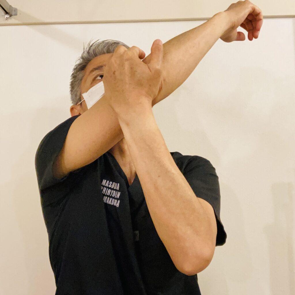 サーファーの肩痛(棘下筋・小円筋ストレッチ)